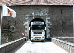 Foto vrachtwagen Eijgenhuijsen in burcht